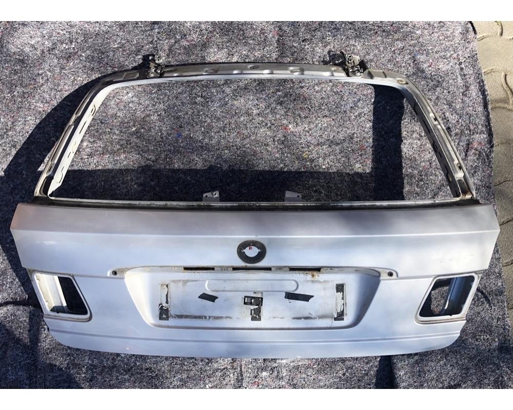 BMW E46 Touring csomagtérajtó üresen
