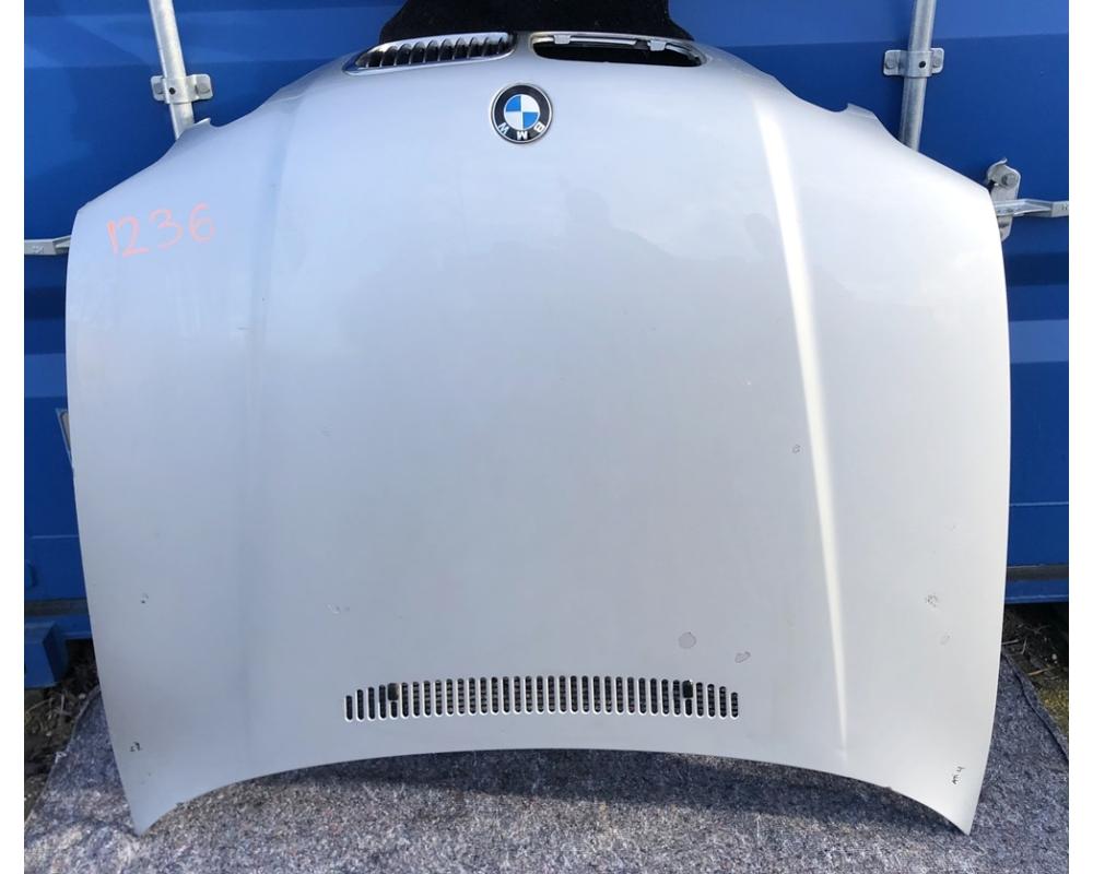 BMW E46 Compact motorháztető üresen